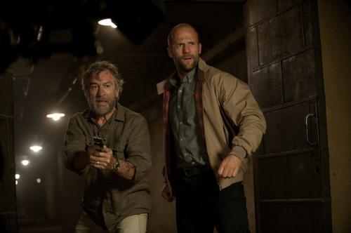Robert De Niro és Jason Statham akcióznak