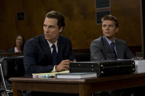 Az ügyvéd (Matthew McConaughey) és a vádlott (Ryan Phillippe)