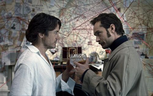 Robert Downey Jr és Jude Law mint Sherlock és Watson