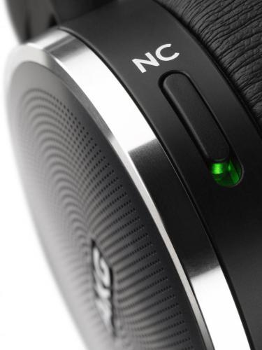 AKG N60 NC, aktív zajszűrős fejhallgató