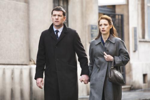 Sam Worthington és Jessica Chastain Az adósság c. filmben
