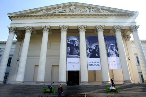 Magyar Nemzeti Múzeum (Robert Capa / A játékos)
