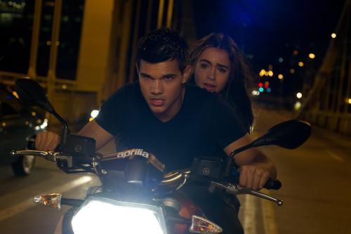 Lily Collins & Taylor Lautner az Elhurcolva c. filmben