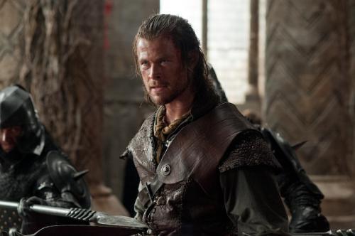 Chris Hemsworth a Hófehér és a vadász c. filmben