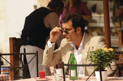 Clive Owen, mint kém: Copyright: © 2008 Universal Studios. ALL RIGHTS RESERVED.