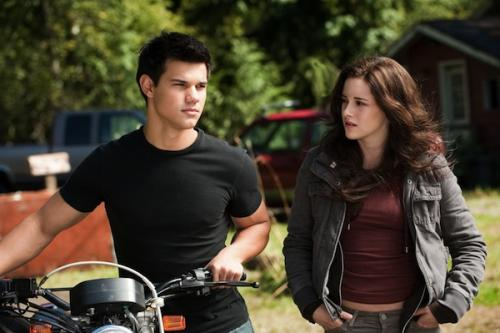 Taylor Lautner és Kristen Stewart az Alkonyat - Napfogyatkozás c. filmben