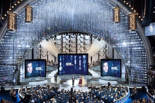 Christoph Waltz átveszi az Oscar-díjat (Fotó: Erik Ovanespour / ©A.M.P.A.S.)