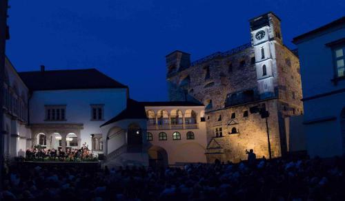 Koncert a Sárospataki várban