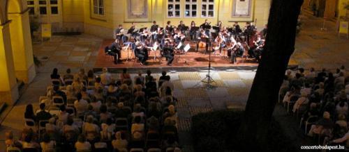 Koncert a Pesti Vármegyeháza Díszudvarán