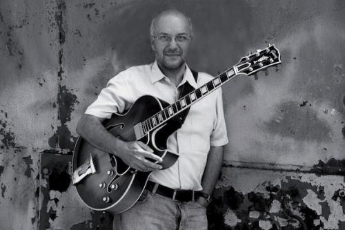 Tommy Campbell, gitár